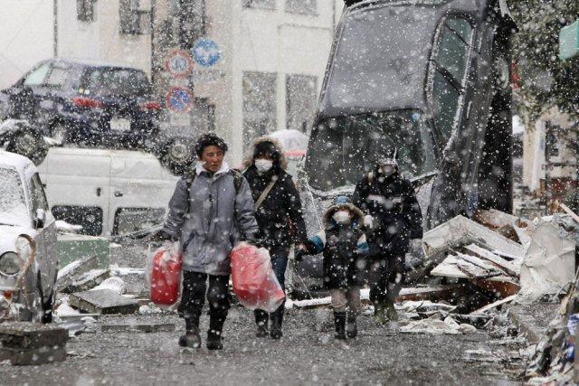 L 39 aide m dicale ne suffit pas aux rescap s du tsunami - Maison de vallee au japon par hiroshi sambuichi ...