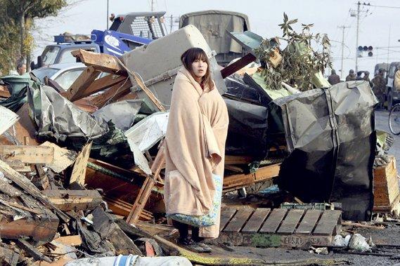 La photo de cette jeune femme rescapée du... (AP)