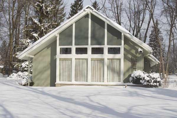 la maison tendance de beaconsfield sera d molie lucie lavigne maisons. Black Bedroom Furniture Sets. Home Design Ideas