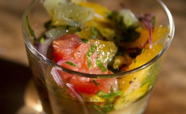 Cette fois, la salade joue aussi le rôle de sauce, dans une salsa  tropicale... (Photo: Alain Roberge, La Presse)