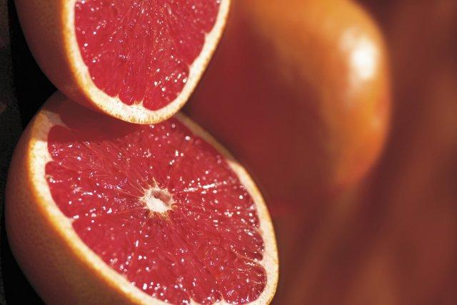 Les pamplemousses, jaunes ou roses, et même les pomelos, sont de  véritables... (Photos.com)