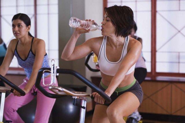 Les centres sportifs réservés aux femmes connaissent une popularité... (Photos.com)