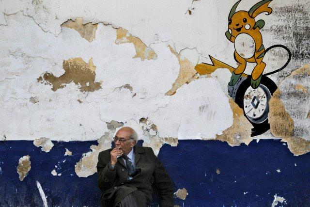 Scène de vie à Tunis, le 1er avril... (Photo: AFP)
