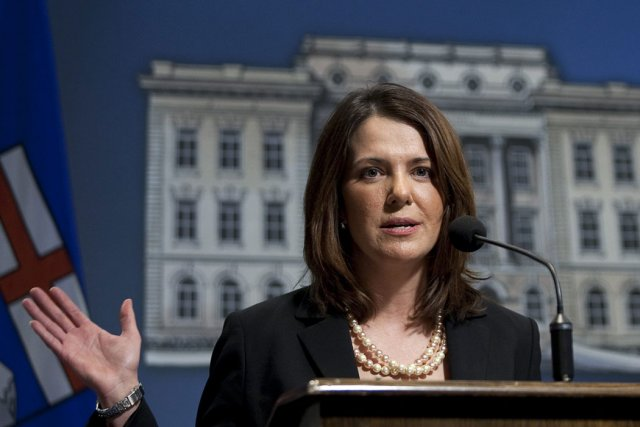 Danielle Smith, la leader du Parti Wildrose Alliance,... (Photo: Archives, La Presse Canadienne)