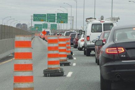Le rétrécissment de la bretelle 720 vers l'autoroute... (Photo: Hugo-Sebastien Aubert, La Presse)