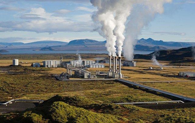 Centrale géothermique de Nesjavellir en Islande... (Wikipedia)