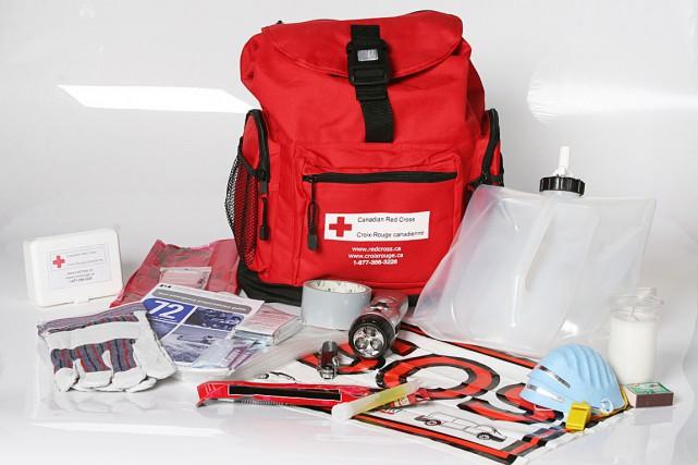 Une trousse de secours de la Croix-Rouge.... (Photo fournie par la Croix-Rouge)
