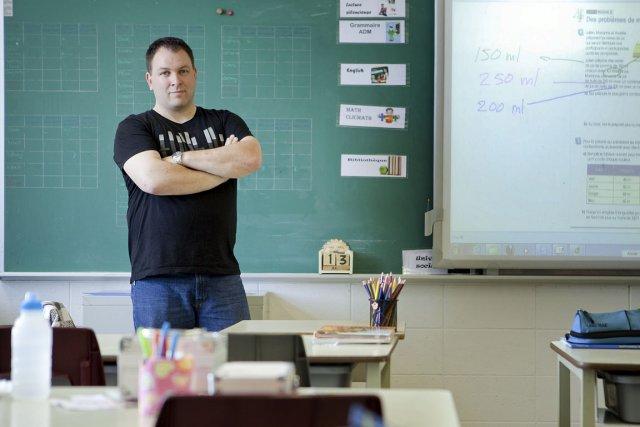 Gilles Couture, enseignant de cinquième année à l'école... (Photo Marco Campanozzi, La Presse.)