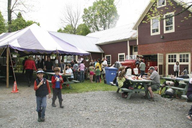 Le musée de Sutton était en fête samedi,... (photo Véronique Tremblay)