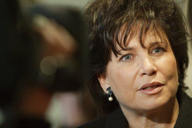 Serez-vous, Anne Sinclair, la femme-paillasson de Dominique Strauss-Kahn,... (PHOTO: MEHDI FEDOUACH, AFP)