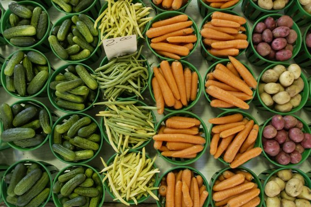 Les fruits et légumes «sont nutritifs et rassasient... (Photo: Robert Skinner, archives La Presse)