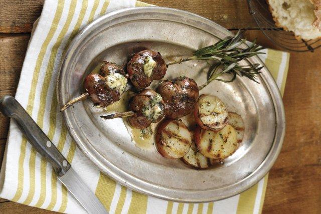 Rognons d'agneau avec beurre au romarin et aux... (Photo: Leigh Beisch, fournie par le Ten Speed Press)