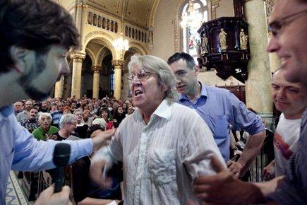 Le maire Luc Ferrandez a été hué et... (Photo: Marco Campanozzi, La Presse)
