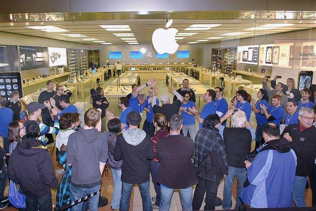 L'Apple Store de Place Ste-Foy et ses spécialistes... (Photothèque Le Soleil, Jean-Marie Villeneuve)