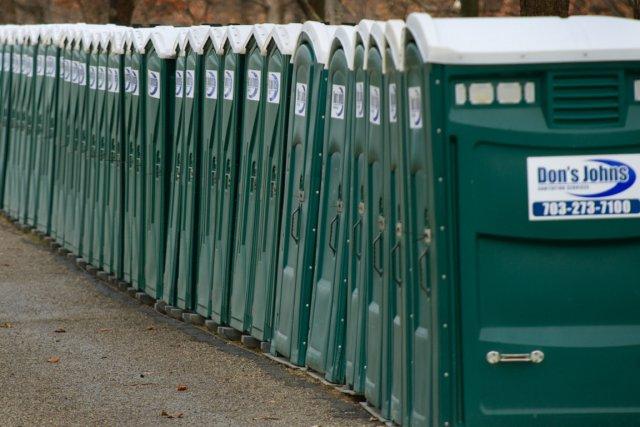Recherch pour s 39 tre cach dans le r servoir d 39 une for Toilette chimique pour maison
