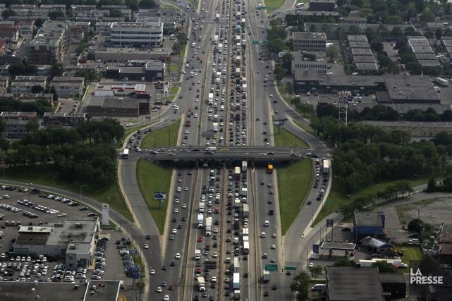 Vues aériennes de l'autoroute Métropolitaine (40).... (Photo Bernard Brault, La Presse)