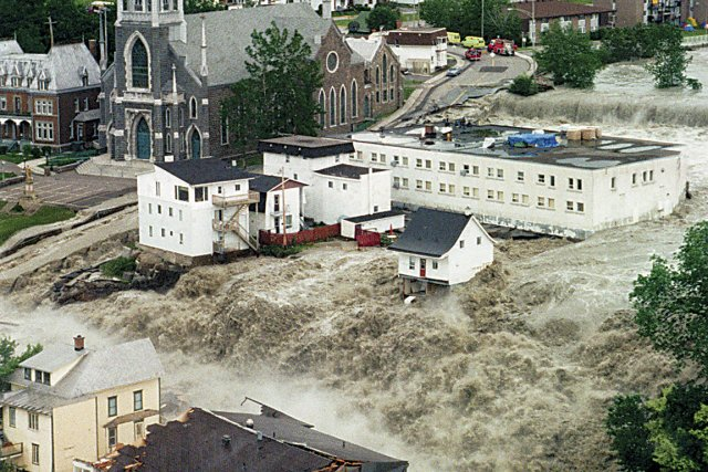 Inondations au Saguenay, Lac-Saint-Jean en 1996.... (Photo: Pierre Côté, archives La Presse)