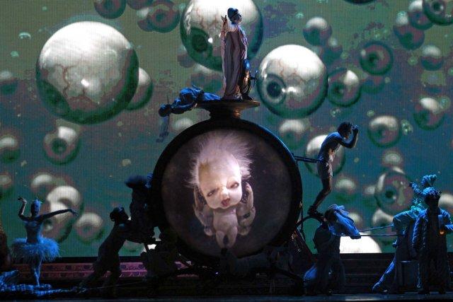 Scène de Zarkana, lors de répétitions fin maià... (Photo Reuters)