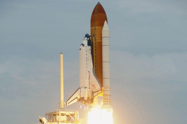 La navette spatiale Atlantis s'est arrachée hier matin... (AFP)