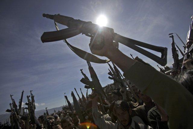 Des rebelles talibans et leurs alliés d'Al-Qaïda se... (Photo: AFP)