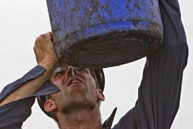 Boire de l'eau est un moyen d'éviter les... (Photo: Patrick Sanfaçon, La Presse)