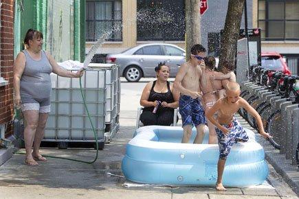 Ces résidants de la rue Hogan, dans Hochelaga-Maisonneuve,... (Photo: Robert Skinner, La Presse)