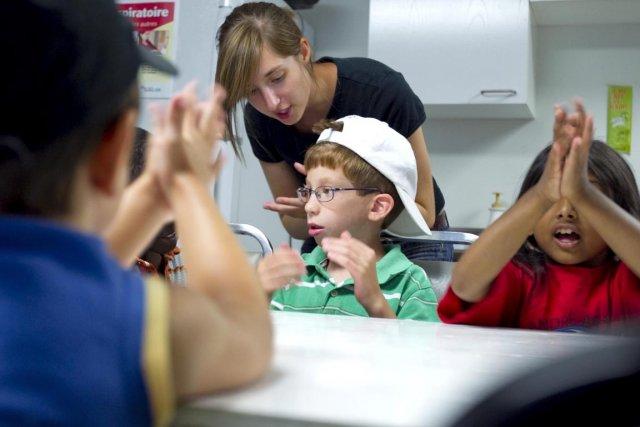 Au centre, Thomas Belarbi, un enfant handicapé qui... (Photo Alain Roberge, La Presse)