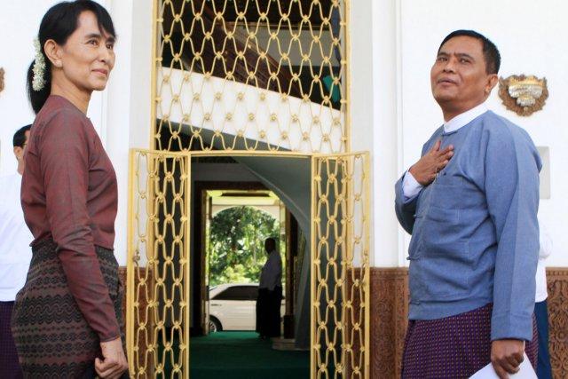 aung san suu kyi rencontre un ministre du nouveau gouvernement birman hla hla htay asie. Black Bedroom Furniture Sets. Home Design Ideas