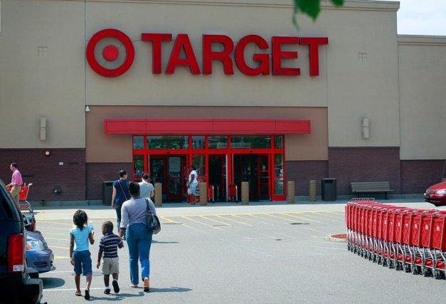 Le géant américain du commerce de détail a... (Associated Press)
