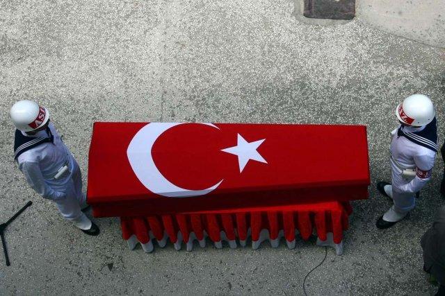 Des rebelles kurdes ont tué cinq soldats de... (Photo Adem Altan, AFP)