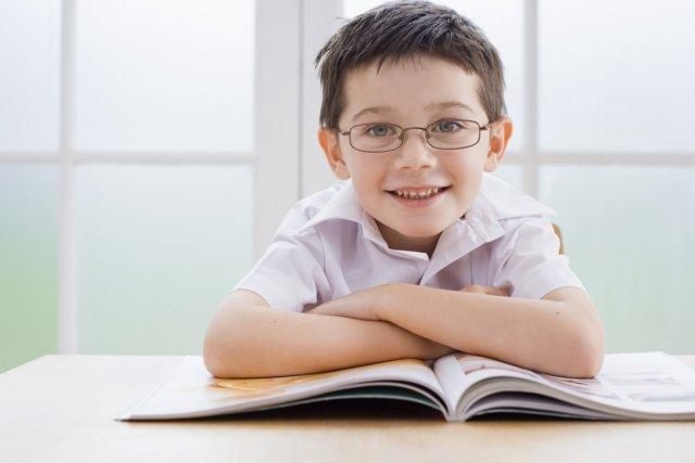 La réussite des garçons passe par un apprentissage précoce de la  lecture,... (Photos.com)