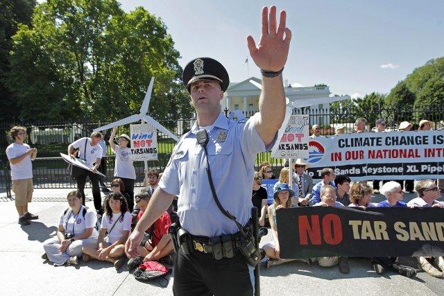 Nombre de citoyens et de groupes écologistes sont... (Photo: AP)