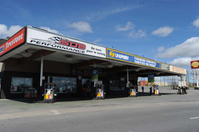 Garage charles turcotte fait place couche tard marc for Garage jean charles nacci