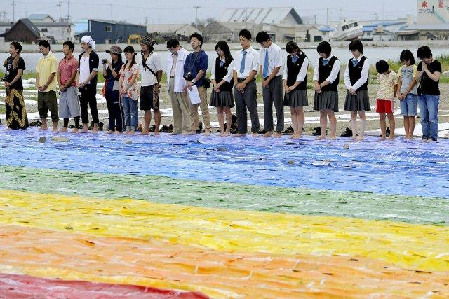Six mois après le séisme du 11 mars les japonais se recueillent
