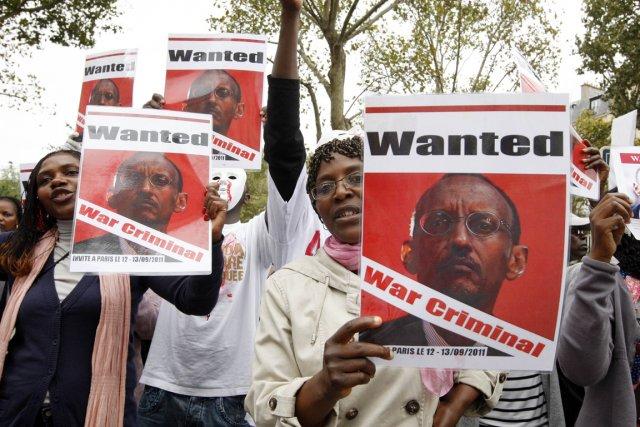 http://images.lpcdn.ca/641x427/201109/13/366840-manifestants-accueilli-bruyamment-paris-president.jpg