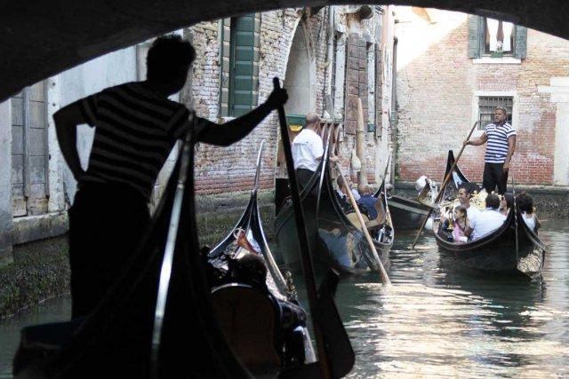 Le couple de Venise n'en peut plus...... (Photo AFP)