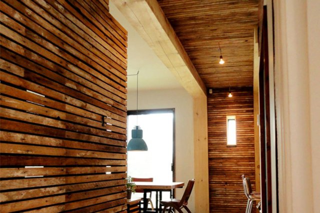 Du bois mur mur marie france l ger r novation - Latte en bois pour mur ...
