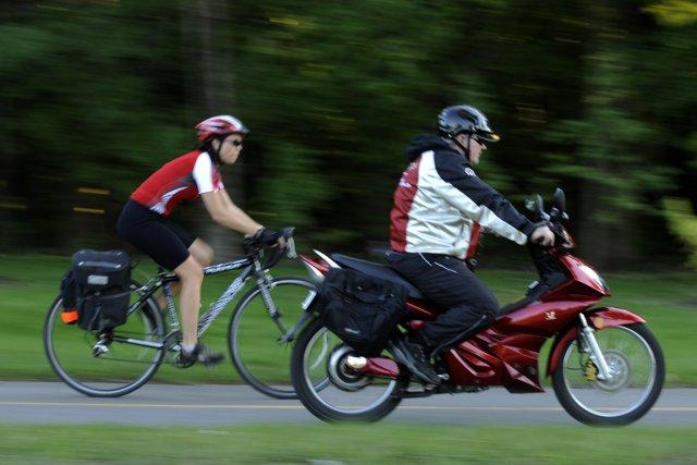 La présence grandissante des scooters électriques crée des... (Photo: Bernard Brault, La Presse)