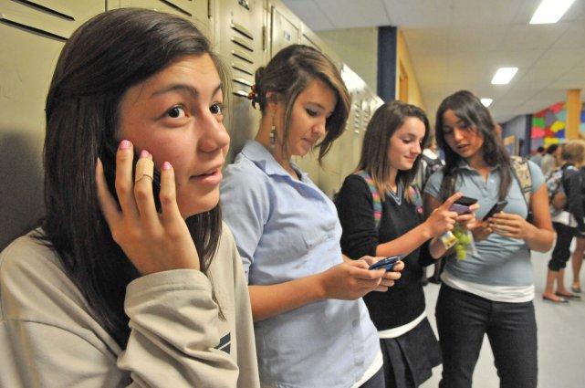 Les politiques d'utilisation des cellulaires et autres appareils... (Photo: Stéphane Lessard)