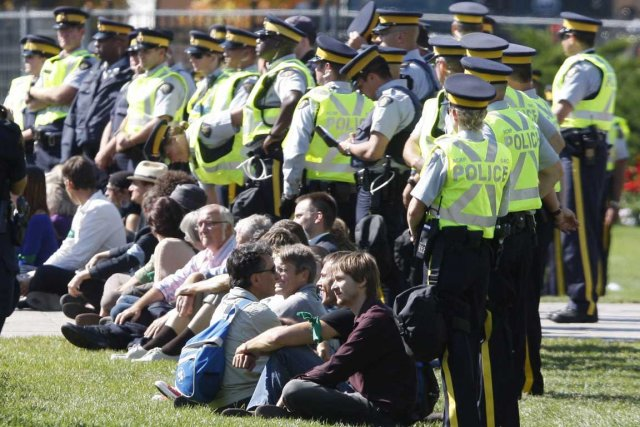 La manifestation est somme toute pacifiste.... (Photo La Presse Canadienne)