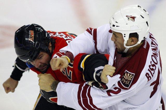 La LNH examinera si les bagarres ont toujours leur place dans le hockey. Voilà... (Photo: PC)