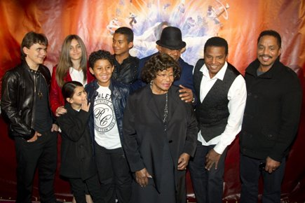 Les membres de la famille de Michael Jackson... (Photo: Reuters)