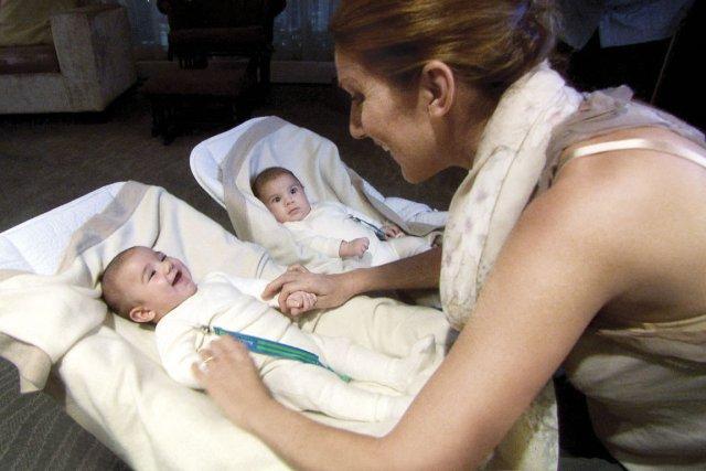 Céline Dion et ses jumeaux.... (Photo fournie par les productions J)