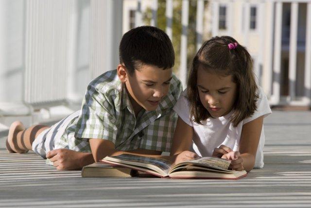 Les enfants dyslexiques montrent une bien meilleure capacité à lire lorsque les... (Photos.com)
