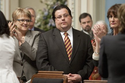 Tony Tomassi est applaudi par ses ex-collègues libéraux... (Photo: PC)