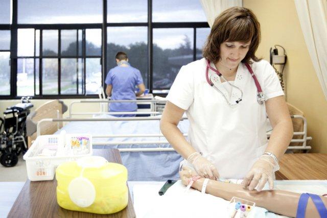 Le Québec compte 34% d'infirmières possédant au moins... (photo: marco campanozzi, la presse)