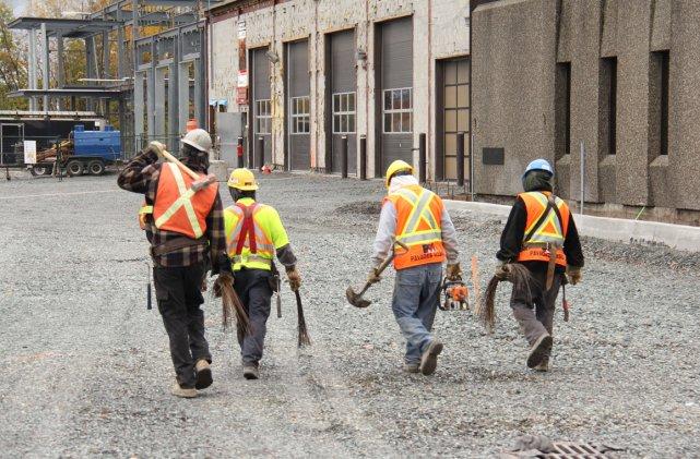Nulle part ailleurs qu'au Québec un ouvrier de... (Photo: Janick Marois, La Voix de l'Est)