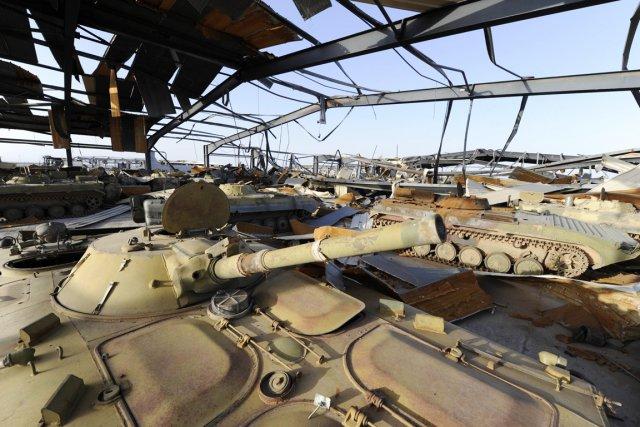 Une base de blindés russes -près de 500-... (Photo: Philippe Desmazes, Archives AFP)