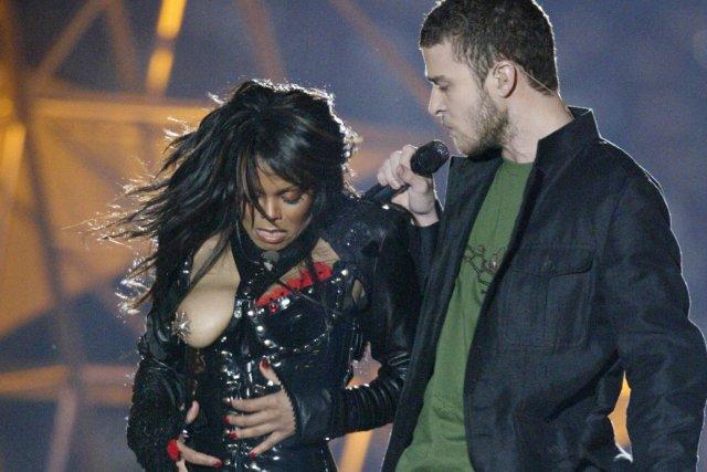 Janet Jackson: son sein nu lors de la mi-temps du