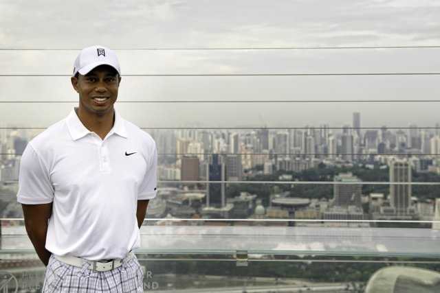 Tiger Woods était de passage à Singapour, jeudi.... (Photo: AFP)